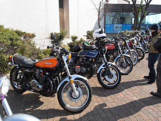 A lot of owners of Kawasaki visit the museum.