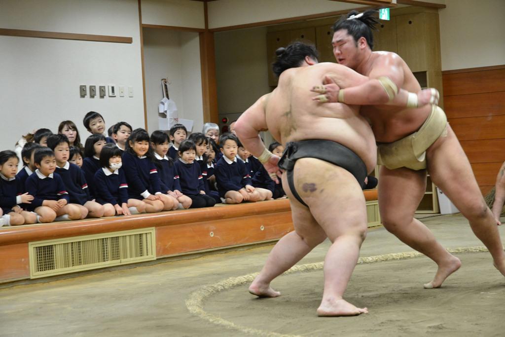 Visitkansai Blog Archive Watching Morning Sumo Exercise In Osaka
